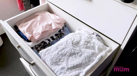 Closet Organising Multitasking Mum.mp4