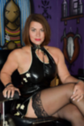 Mistress Raven South Yorkshire Dominatrix