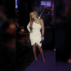 Jessica Reyes At Noches Azul