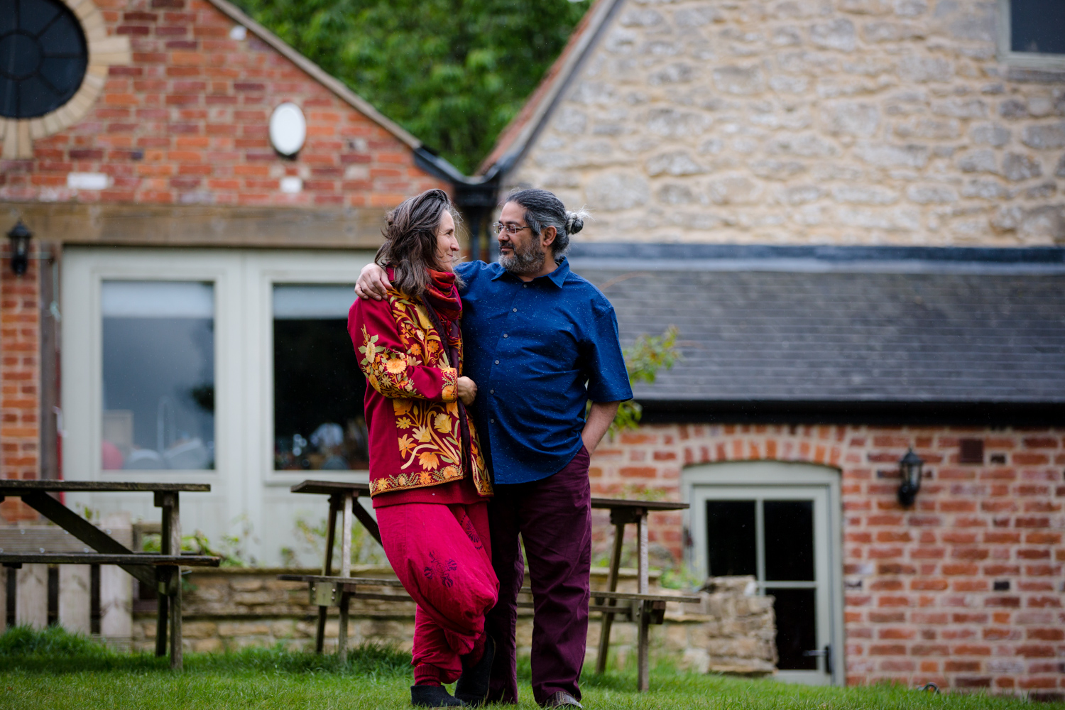 Uma and Nirlipta in Stroud by Leticia Va