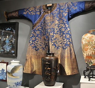 Chinese Nine Five-Clawed Dragon Silk Summer Gauze Robe Chi-fu Show Booth Porcelain Vases Bronze Vase