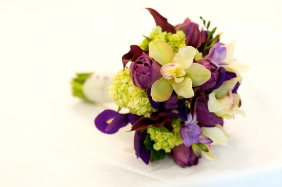 Amie-Otto-Photography-Virginia-Spring-Purple-Green-Wedding-Bouquet-550x364