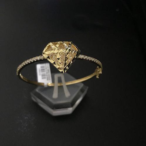 Vòng vàng mặt hình kim cương đá trắng VJC 610