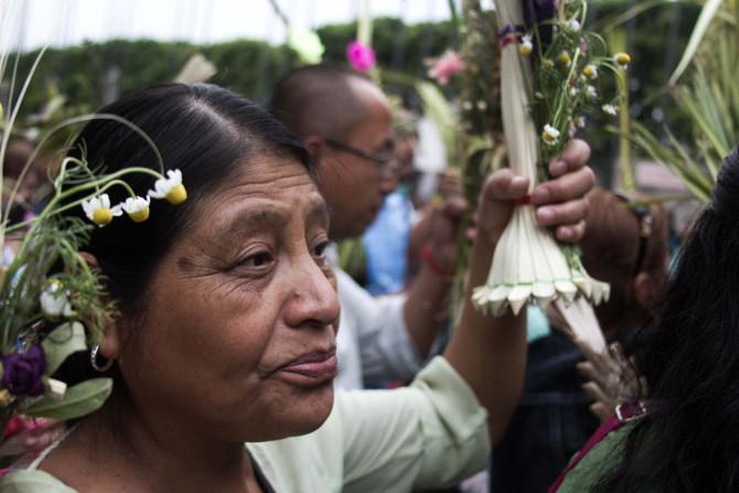 Primera postal mexicana. Domingo de ramos en la Basílica de Guadalupe.