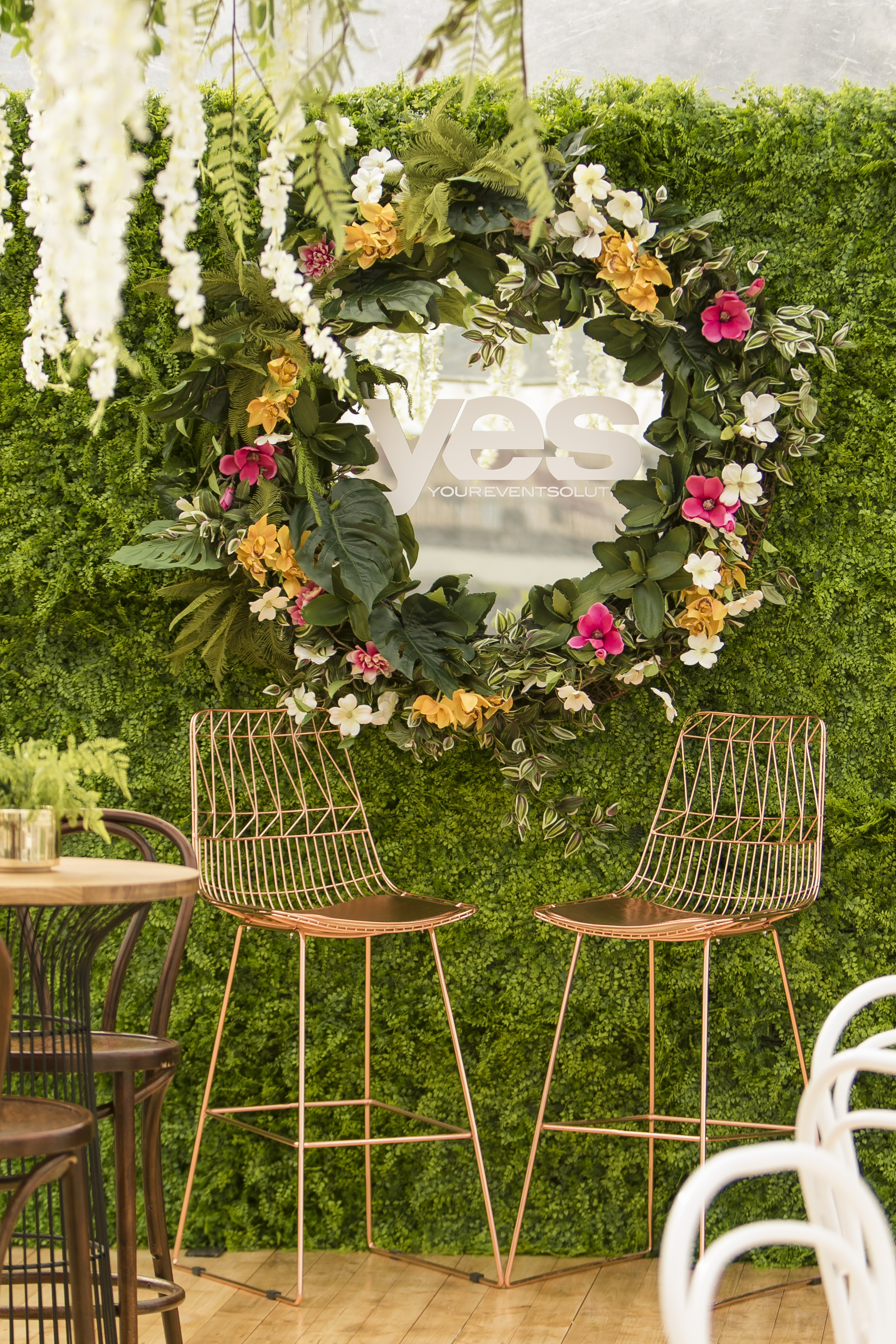 Artificial foliage wall with mirror