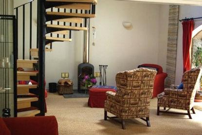 Guest Lounge 1.jpg