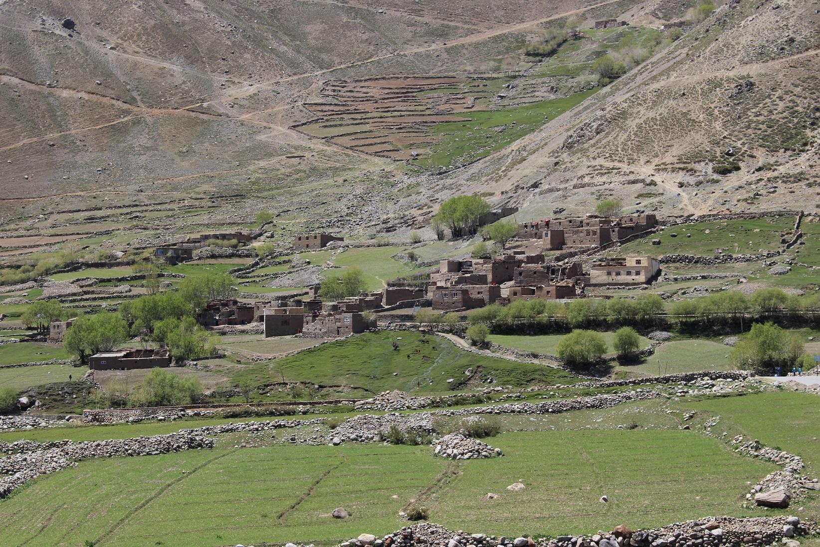 Dorf im Bezirk Parian