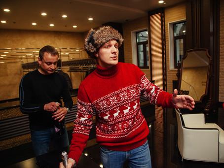 Гости дают актерам личные телефоны и прощаются как с друзьями после спектаклей Event-Театра