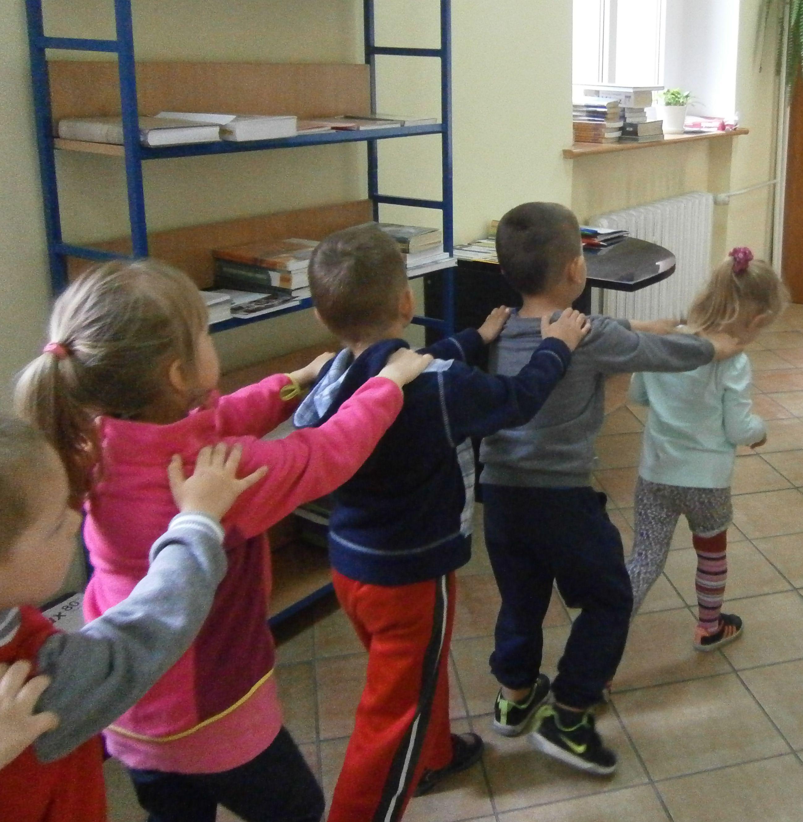 """Grupa """"Motylki"""" na zajęciach"""