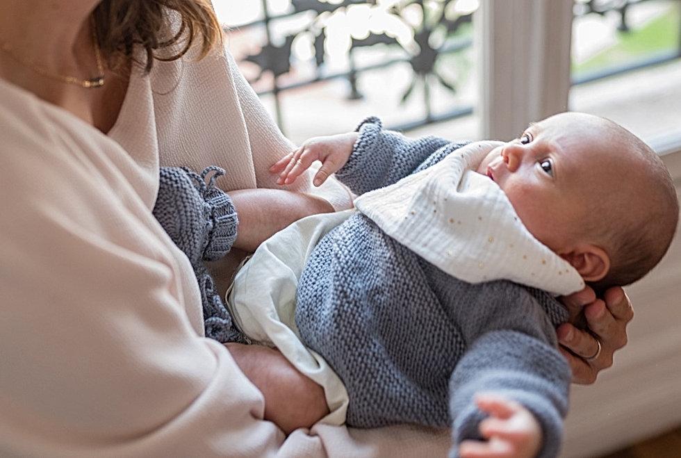 Layette bébé. Coffret naissance. Ensemble naissance. Layette fait main. Bonnet chaussons brassiere laine merinos. maman bébé.  tricoté à la main. made in france