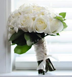 Kens-Flower-Cafe-Bridal-Bouquet-White-Closeup