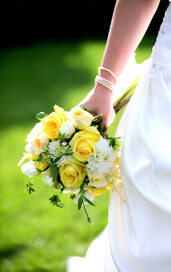 Kens-Flower-Cafe-Wedding-Bouquet-Yellow-White