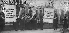 Women_suffragists_picketing_in_front_of_