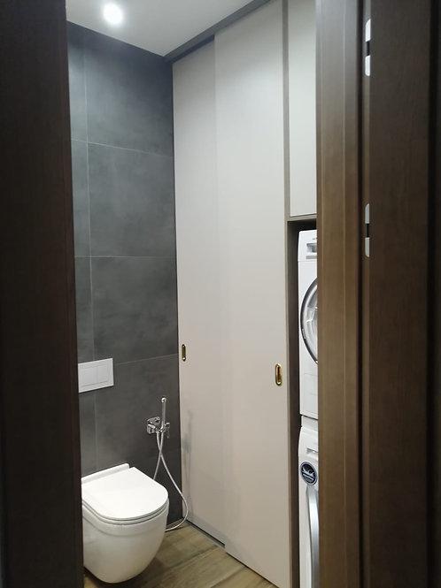 система хранения в ванную с раздвижными дверями