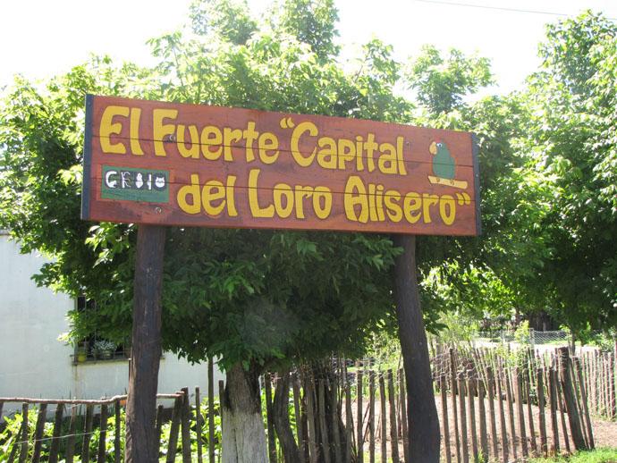 Cartel en el pueblo de El Fuerte.