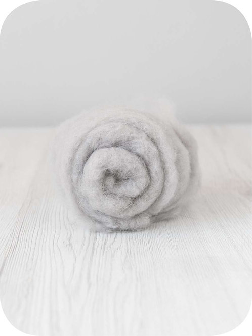 Carded New Zealand wool in Cloud
