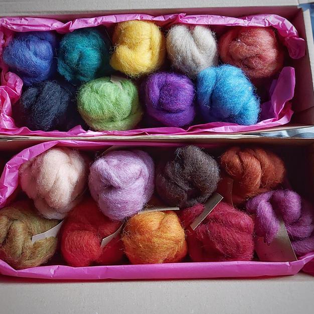 Multi-packs of coloured wool