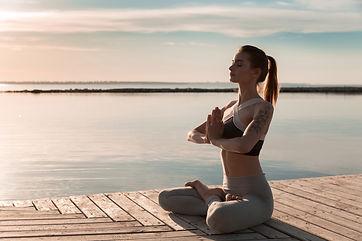 sports-lady-at-the-beach-make-meditate-e