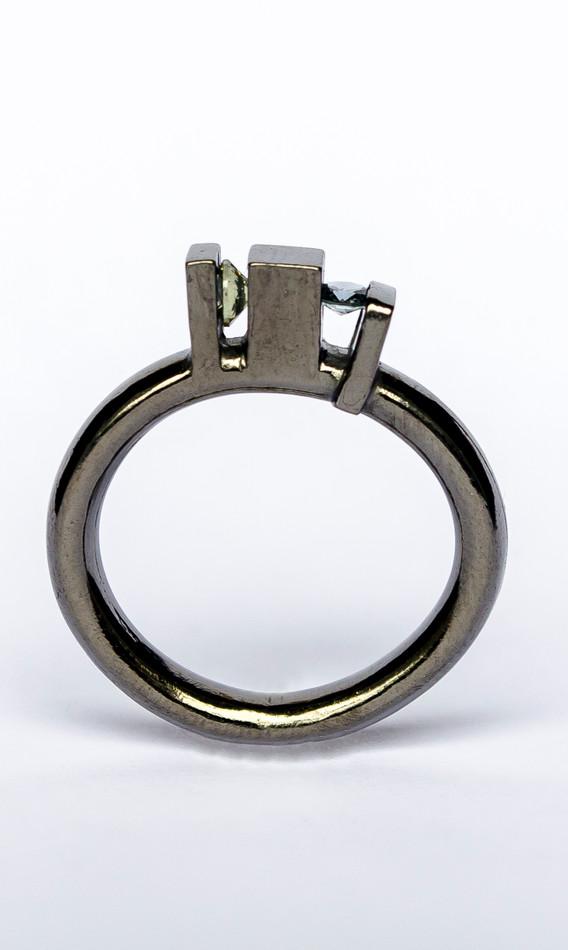 Skyline ring silver black rhodium sapphires