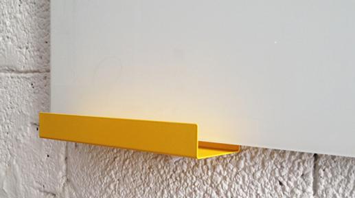 לוח זכוכית מחיק מגנטי