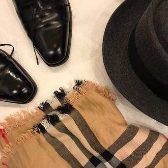 麻布テーラー様とジェームスロックのポップアップの商談したらJR西日本とMeetsの編集長の人との忘年会にお誘い頂いたのでカッコつけてエドワードグリーンの靴磨いてみたが…(パンチ力)