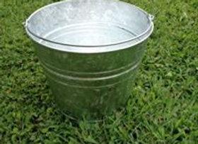 Galvanized bucket 1.5 gal