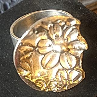 Silverring m blomma.jpg