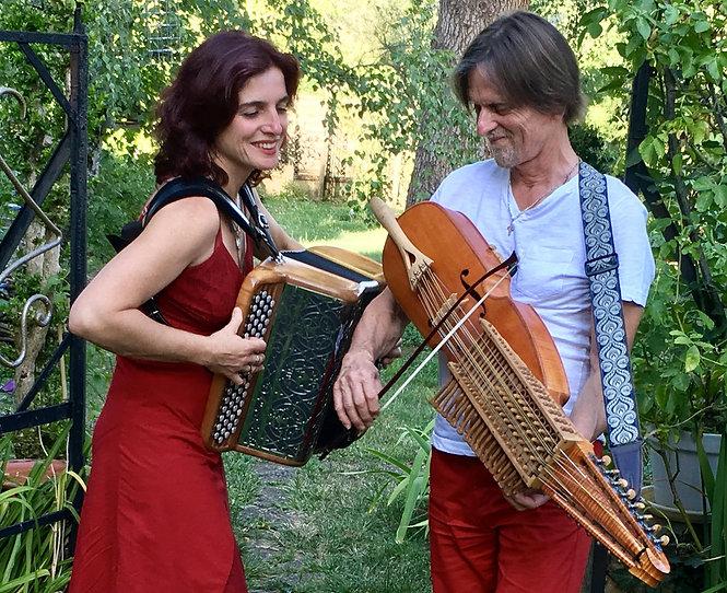 Un Air du Nord avec Cathy Donin à l'accordéon, Benoit Anatole au violon et à la nyckelharpa, Tavernier Dominique au piano et à la nyckelharpa. Un air du nord musique Suédoise