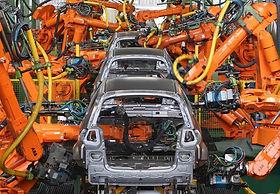 robos-soldam-carro-em-fabrica-da-ford.jp