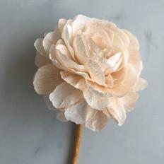 Fleurs en papier faites à la main