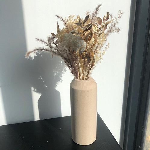 Petit bouquet de fleurs séchées dorées avec son vase en bois