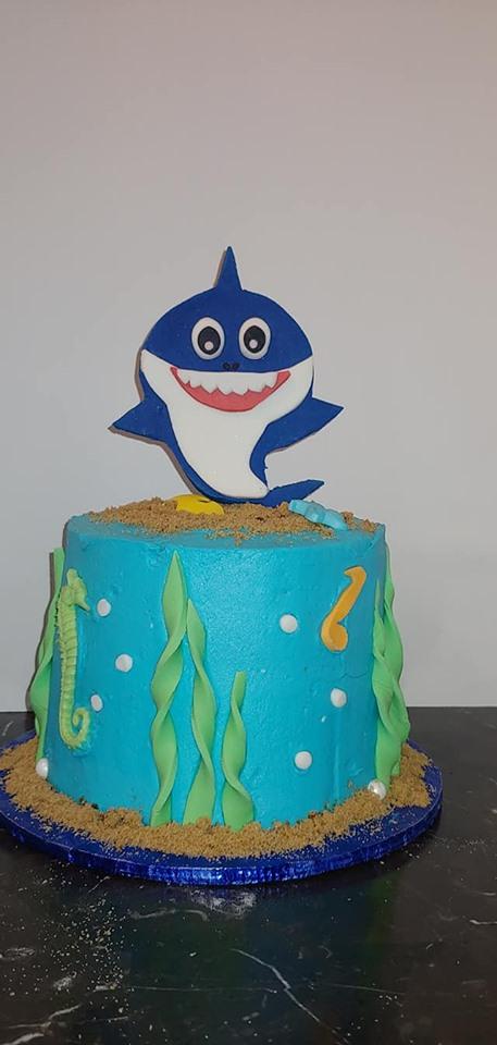 Baby Shark Smash Cake