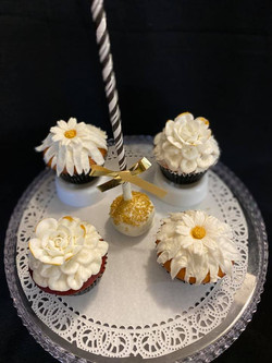 White Gold flower cupcakes