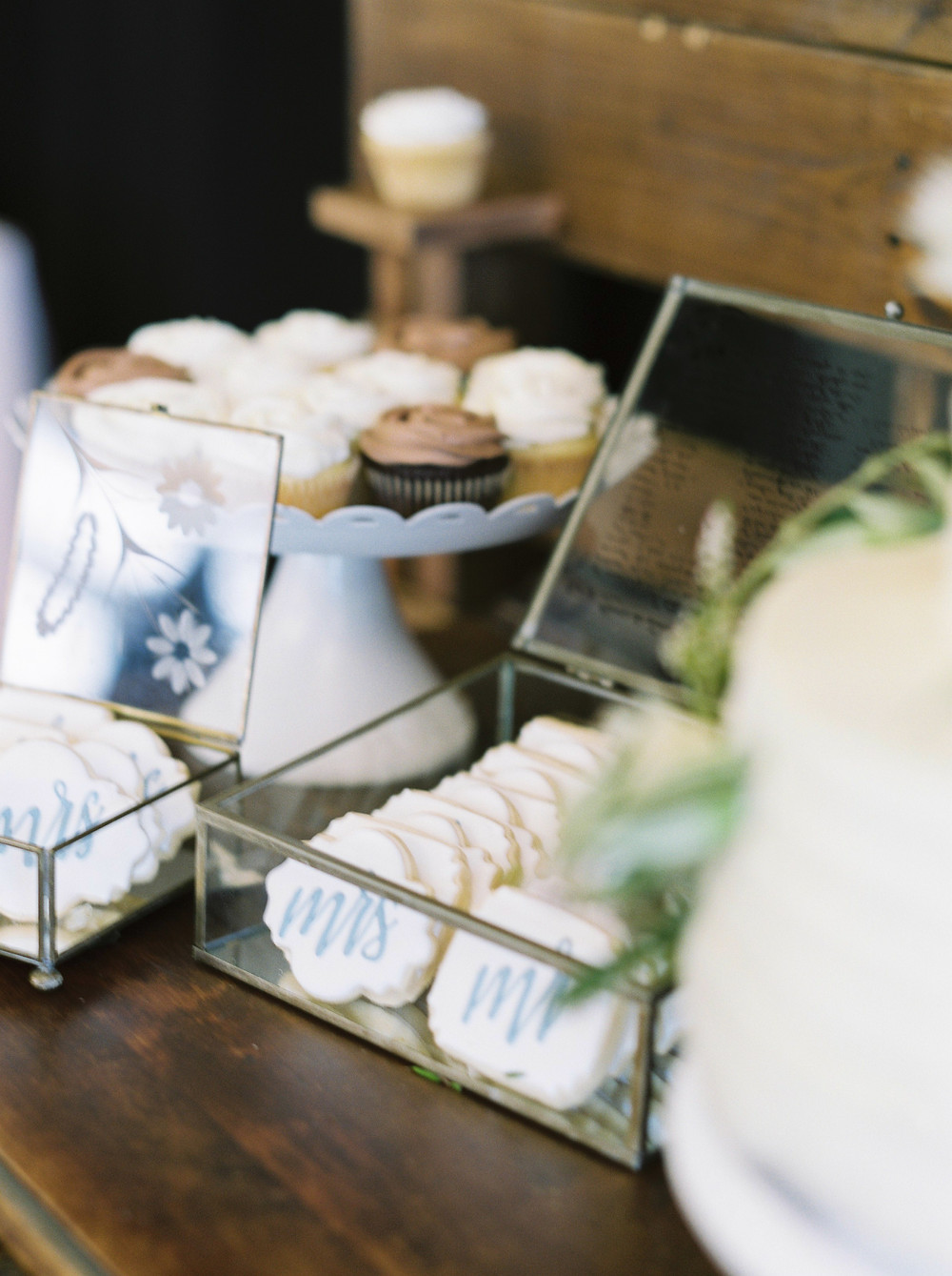 Beanie's Bakeshop wedding cookies