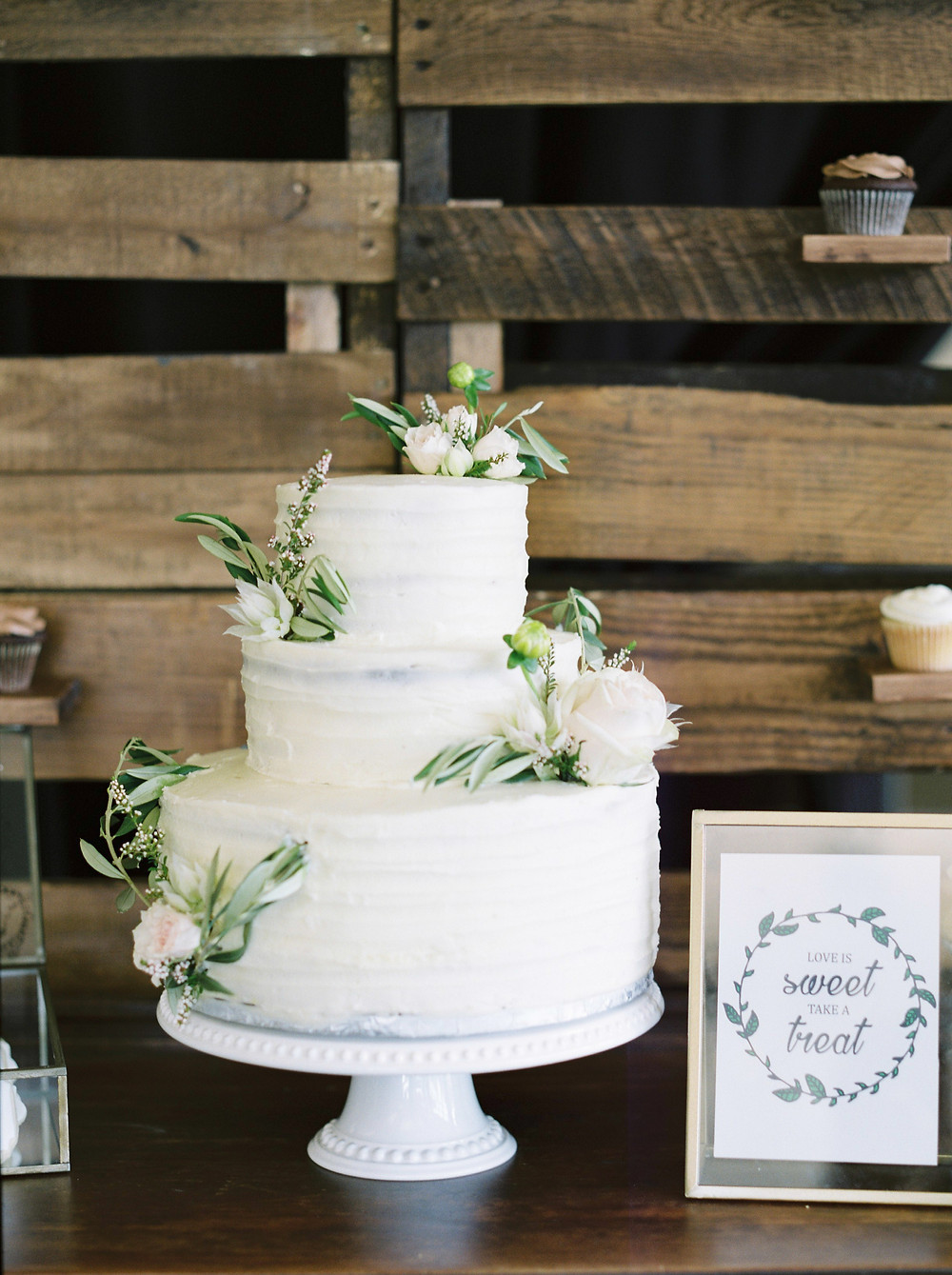 Beanie's Bakeshop wedding cake