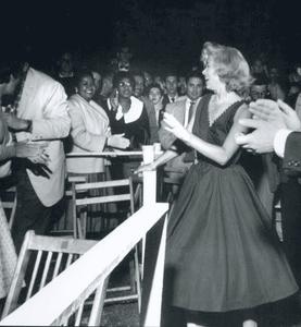 ריקודים חסרי שליטה בהופעה של אלינגטון
