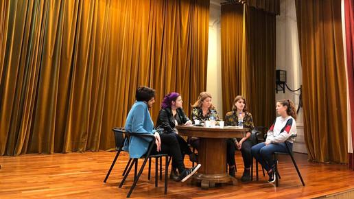 Mesa de Debate en el Pellegrini