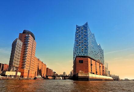 Hamburg%20Skyline_edited.jpg