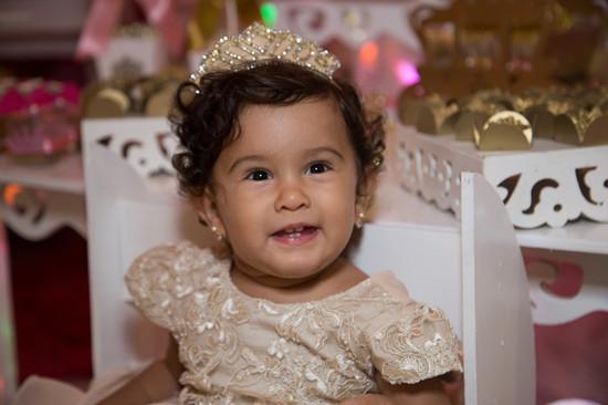 Fotografia intantil de Maria Júlia. Foto infantil de criança. Esse foi o aniversário de Maria Júlia.