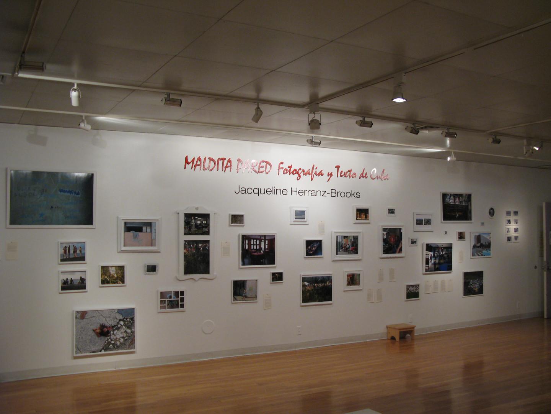 framed_wall_York_Maldita_banquito_ángulo