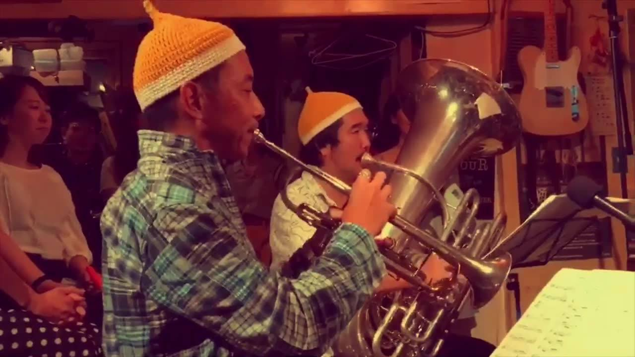 """""""Choro 'n'POW!ちゃんねる""""  当楽団が誇る名手、トロンボーン和田充弘の珠玉のトイレのスッポン(プランジャー)プレイ。  この日もいい唸りいただきました。  助演男優賞のトランペット黄啓傑の演奏も素晴らしいんですよ。  お楽しみくださいませ。"""