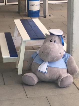 Kindertisch mit Willi.jpg