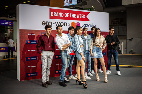 Fashion models. Siam shopping district, Bangkok.