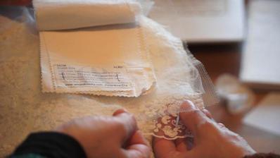 Echantillons de tissus Bio, présentation et choix avec la mariée.