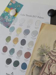 Tableau d'affichage à l'atelier. Gamme de couleurs et autres inspirations.