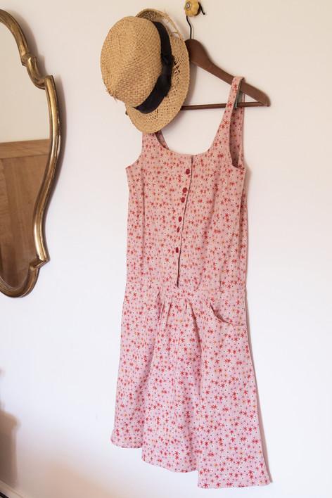 petite robe rétro créée sur demande pour une jeune maman allaitante.
