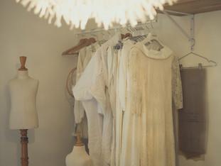 Prototypes et toile des robes de mariées créées & réalisées sur mesure à l'atelier.