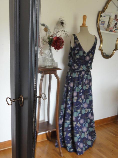 Version longue et chic de la petite robe retro. Réalisée sur commande.