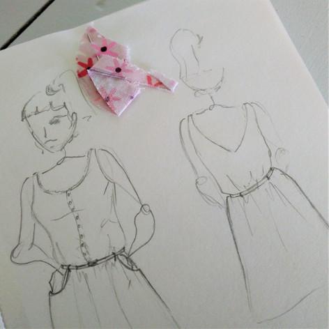 Croquis préalable à la réalisation sur mesure de la petite robe retro spéciale allaitement.