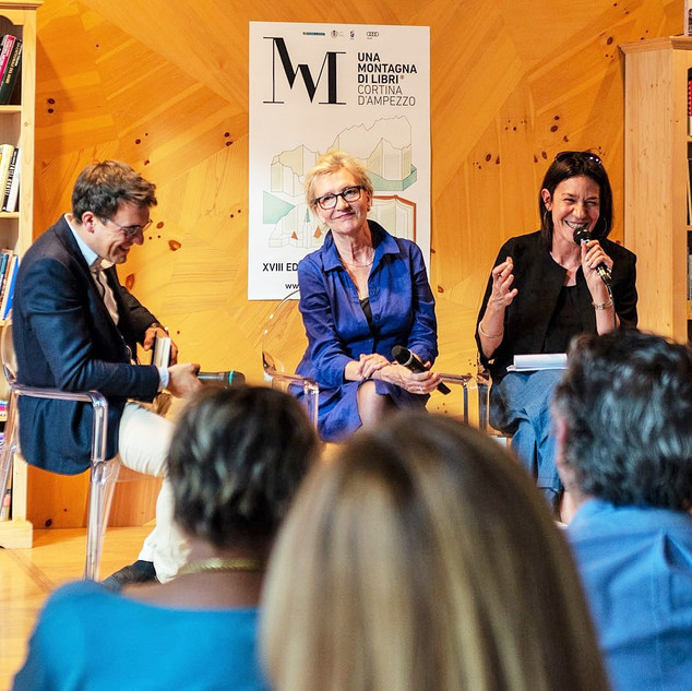Elizabeth Strout, 2009 Pulitzer Prize winner, at Cortina Book Festival